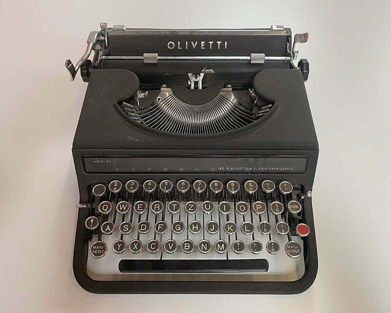 Olivetti-Schreibmaschine, IT Unternehmen für Digitalisierung und Cloud Lösungen